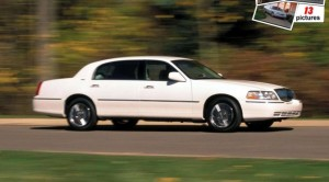 Lincoln-Town_Car_2003_1280x960_wallpaper_04-672x372